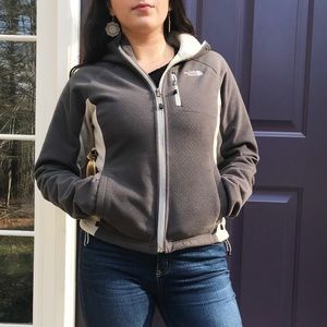 GRAY NORTH FACE JACKET WITH A HOOD